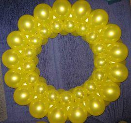 Кольцо из воздушных шаров без каркаса мастер класс фото